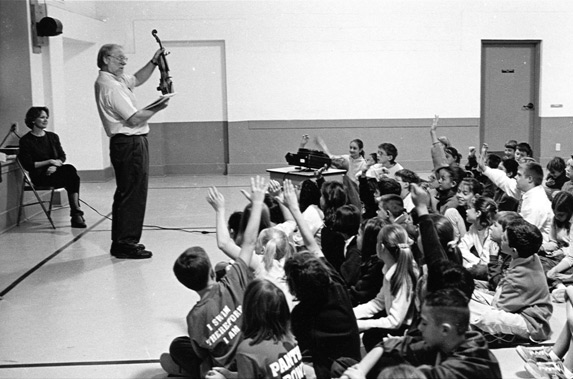 Gary Sturm discusses violin building with an eager group of youngsters